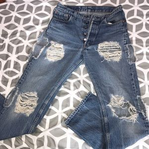 High Waisted Distressed Levi Jeans